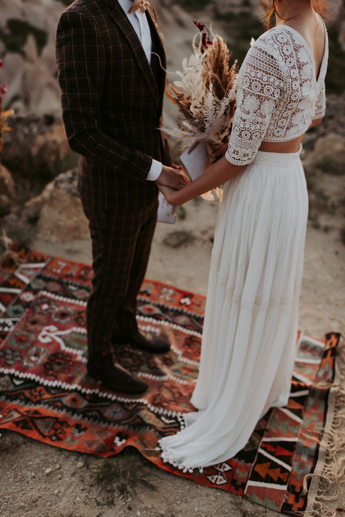 elopement destination wedding Cappadoce dried flowers